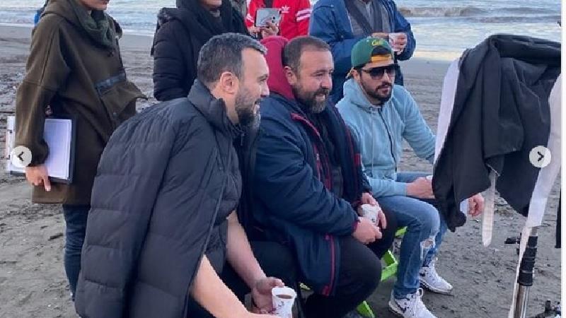 تصاویر دیده نشده ای از سینا مهراد و پردیس پور عابدینی در پشت صحنه  سریال آقازاده