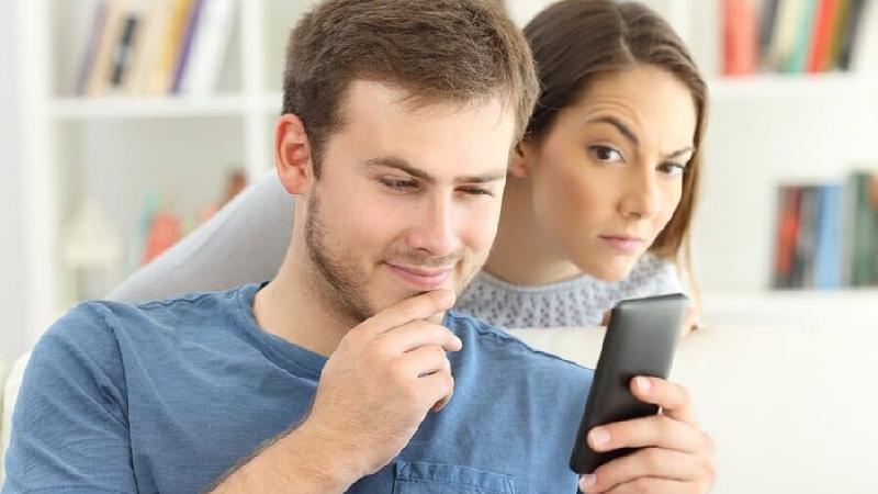 حسادت در روابط عاشقانه چیست و چرا همسر شما حسود است