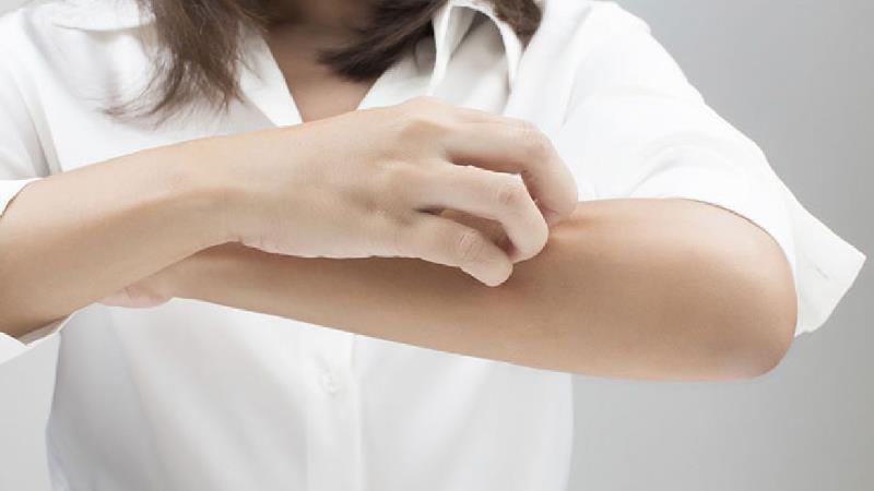 دلایل خشکی پوست در پاییز و زمستان و راههایی سریع برطرف کردن آن