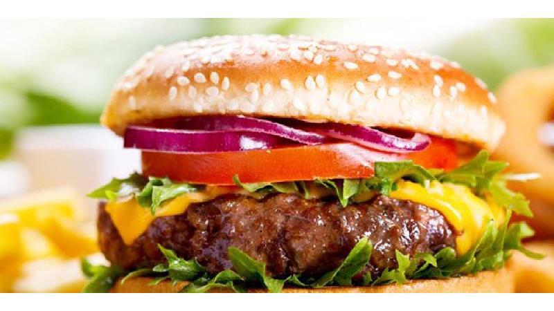 طرز تهیه همبرگر خانگی، لذیذتر و خوشمزه  به روش  فست فودهای آمریکایی