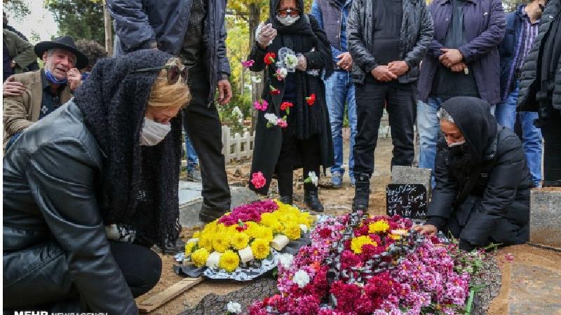 ضجه های دردناک نسرین مرادی همسر کامبوزیا پرتوی در مراسم تدفین او+عکس