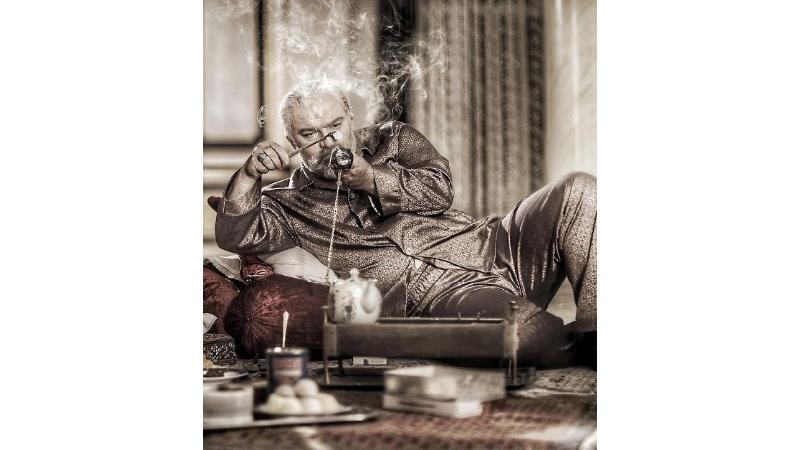 عکس هایی از سریال آقازاده؛اشک های دکتر بحری برسر مزار نیما