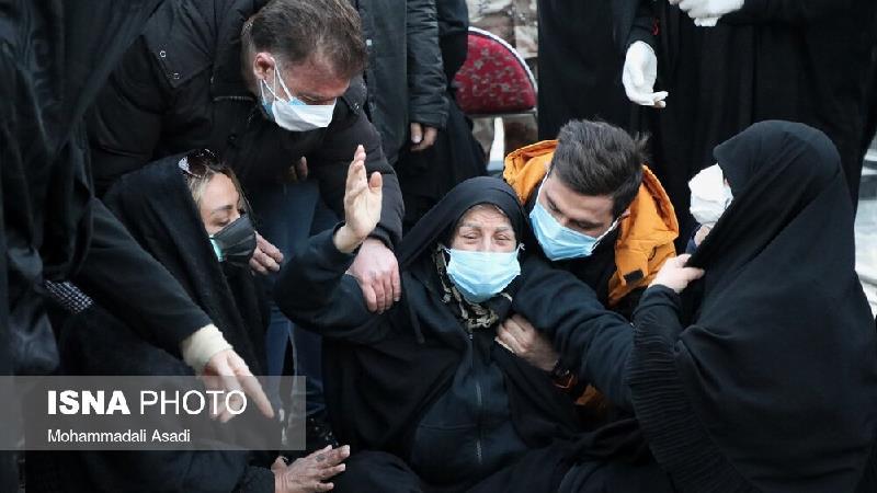 بی قراری های بی امان مادر علی انصاریان در مراسم خاکسپاری پسرش