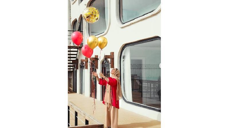 تولد لاکچری سوگل طهماسبی با تم قرمز طلایی