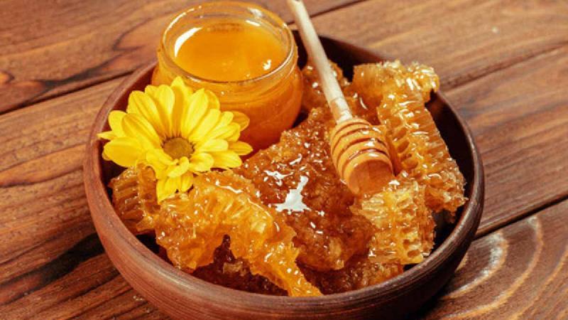 عسل درمانی  وعسل طبیعی  چیست و چطور از کیفیت عسل مطمئن شویم