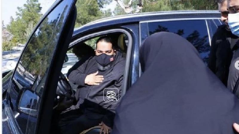 سوگواری رضا صادقی با چادر مادر علی انصاریان