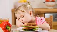 رفتار صحیح با کودک کم اشتها چیست و چطور بی اشتهایی کودک را برطرف کنیم
